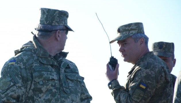 Examinan el grado de preparación de la artillería, la aviación y la Armada en las aguas del mar de Azov