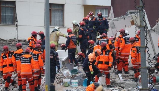 У Стамбулі зростає кількість загиблих від обвалення будинку