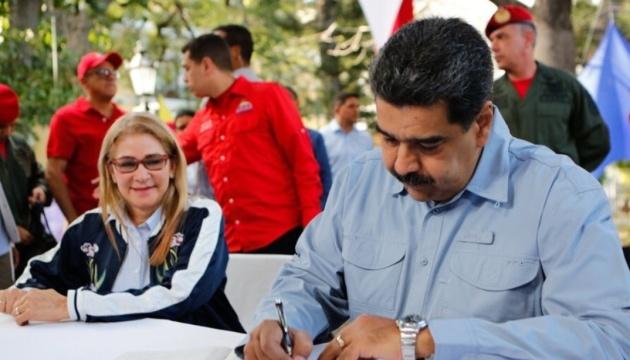 Новий закон у Венесуелі дозволяє Мадуро підписувати нафтові угоди в обхід санкцій США