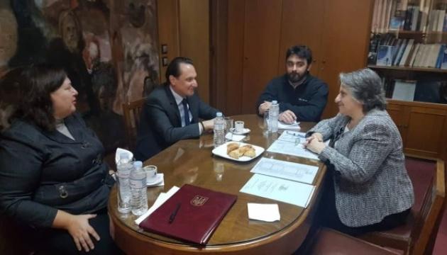 Україна пропонує Греції укласти угоди, які допоможуть повернути  засуджених