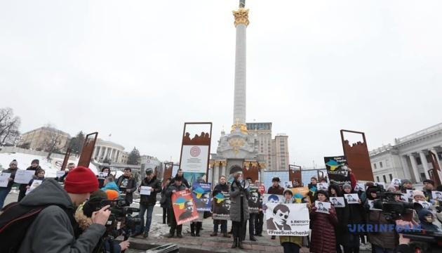 На Майдане поздравили с днем рождения Балуха и Сущенко