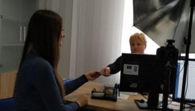 В Луганській області вже сім ЦНАПів надають паспортні послуги