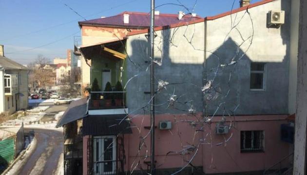 Невідомий обстріляв офіс радіостанції