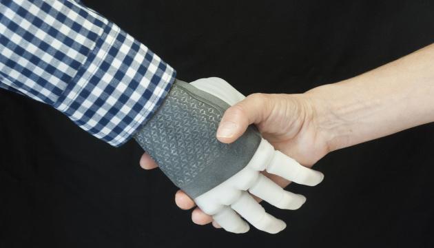 Протез руки вперше під'єднали до нервів людини