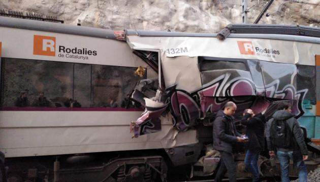 Під Барселоною зіткнулися потяги: загинула машиніст, сотня поранених