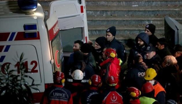 Обвал будинку в Стамбулі: кількість жертв зросла до 17