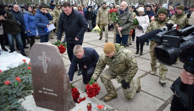 Kramatorsk: Gedenkfeier an Opfer des Raketenangriffs vor 4 Jahren - Fotos