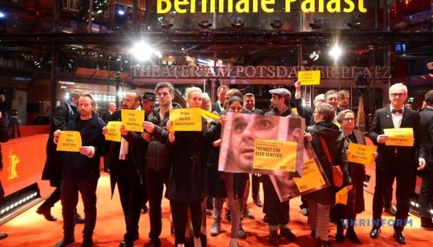 На Berlinale пройшов флешмоб з вимогою звільнити Сенцова
