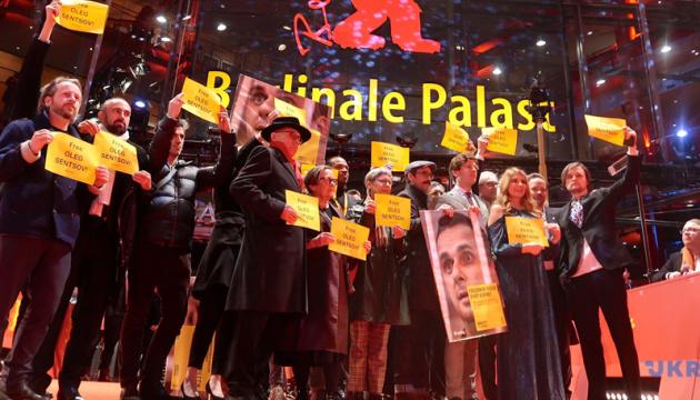Une foule éclair en soutien à Oleg Sentsov à la Berlinale (photos, vidéo)