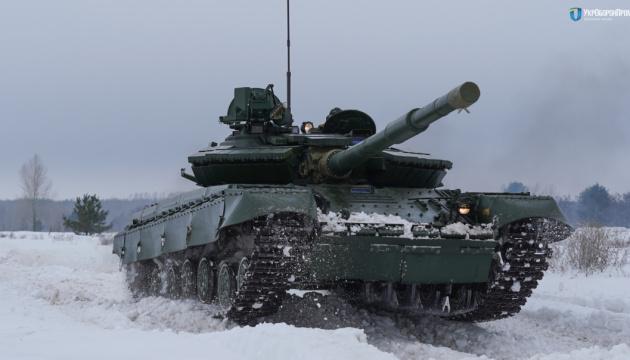 乌国防工业集团展示将供应军队的升级的T-64
