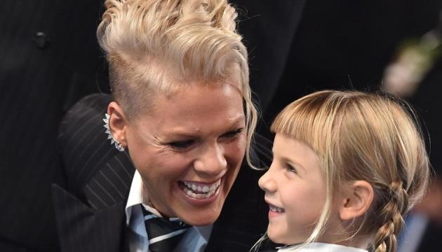 Співачка Пінк отримала іграшкове Греммі від своїх дітей