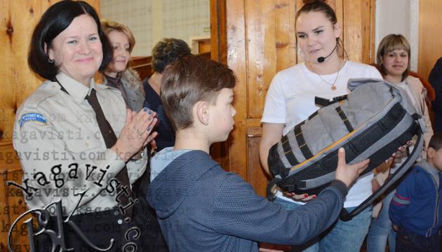 Діти учасників АТО та ООС на Київщині отримали подарунки від діаспорян зі США і Канади