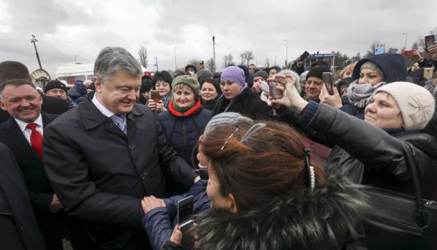 Порошенко обіцяє міст через Дунай після облаштування дороги Одеса-Рені
