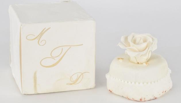 Скандальний художник купив міні-копію весільного торта Дональда Трампа