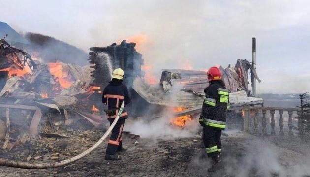 Пожежу у чоловічому монастирі на Прикарпатті ліквідували