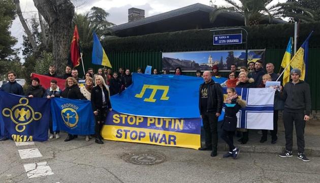 У Мадриді відбувся флешмоб на підтримку звільнення Криму і полонених моряків у РФ