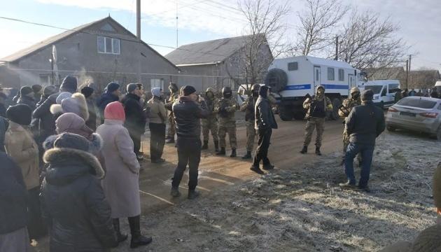 ФСБшники после обысков задержали трех крымских татар