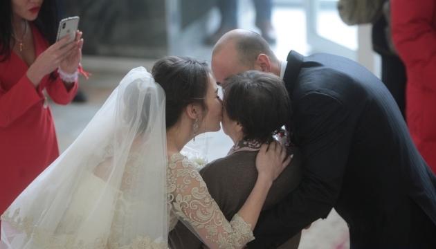 Понад 1800 пар в Україні вирішили одружитися у День закоханих