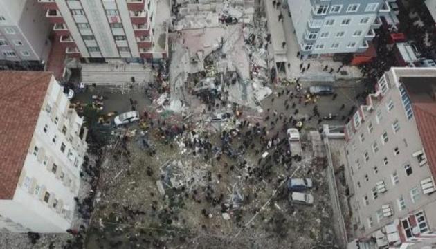 Обвал будівлі у Стамбулі: поліція арештувала трьох підозрюваних