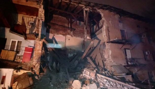 У центрі Львова обвалилася стіна житлової триповерхівки
