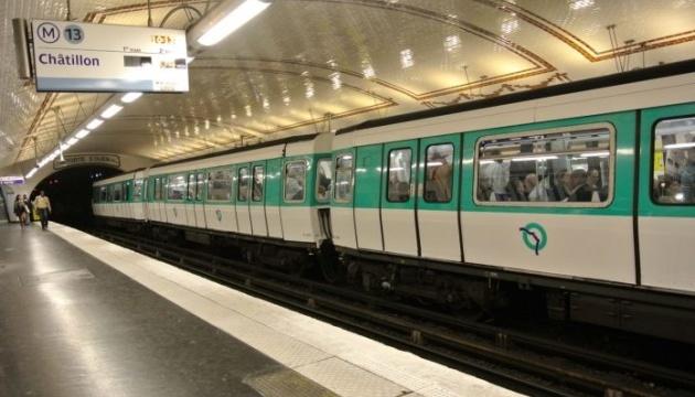 У паризькому метро 20-річному юнаку хлюпнули в обличчя кислотою - ЗМІ