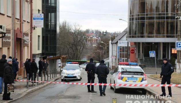 У Вінниці з банку евакуювали 50 осіб — шукають бомбу
