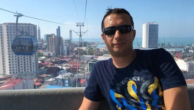 Письменник Тарас Ващук подарував українській школі в ОАЕ книги про Україну