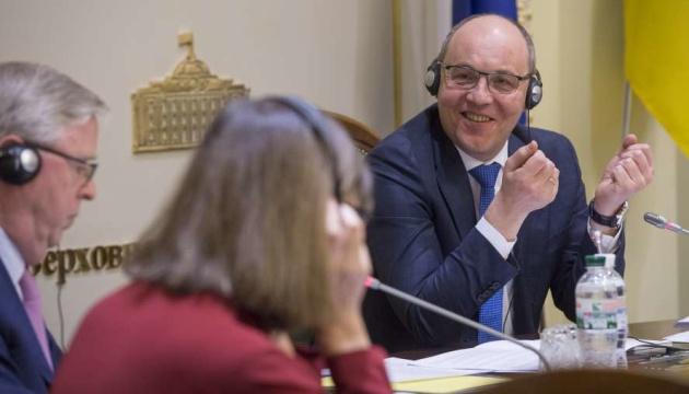 Кокс и Хармс отметили большой прогресс Украины в реформах