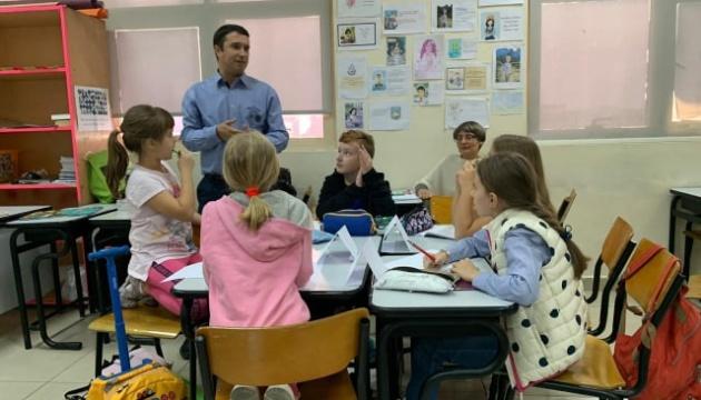 Письменник з України провів літературний майстер-клас для українських школярів в ОАЕ
