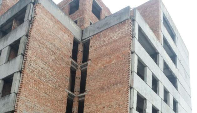 На Буковині двоє юнаків стрибнули з шостого поверху, один вижив