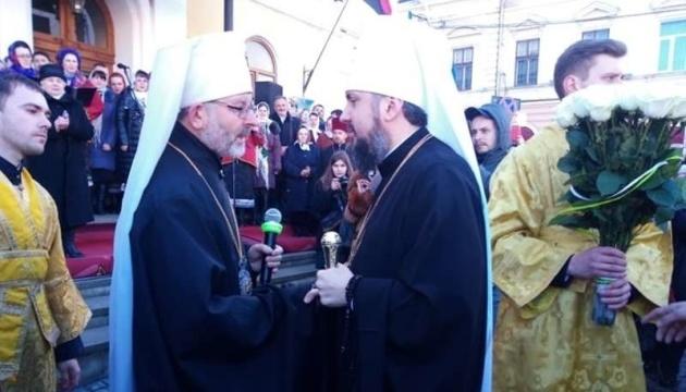 Епіфанія у Чернівцях вийшли зустрічати тисячі вірян
