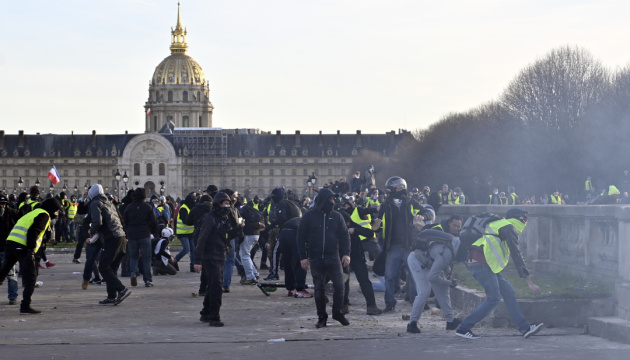 Массовые протесты во Франции: премьер настаивает на проведении пенсионной реформы