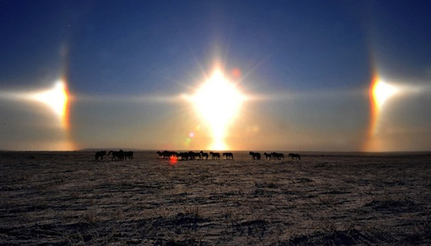У небі над Китаєм помітили три сонця