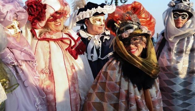 Венецію заполонили люди в масках