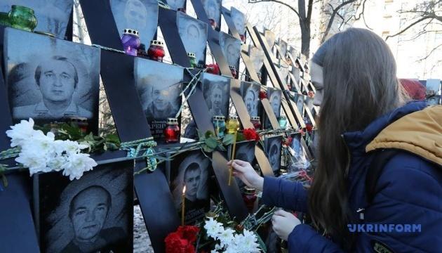 У Києві відбувся поминальний молебень за Героями Небесної сотні