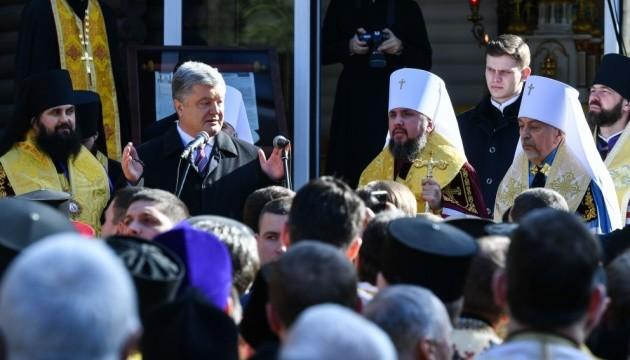 До Єдиної церкви перейшли вже 320 парафій - Порошенко
