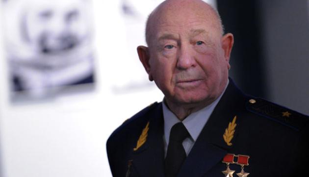 Космонавт Леонов бежал из России от преследования – СМИ