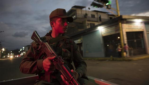 Штаты поддерживают военных Венесуэлы, которые переходят на сторону народа