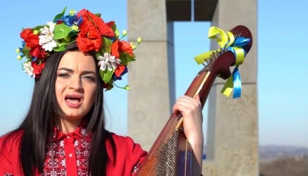 Українка з Італії та київський репер презентували пісню-гімн закордонних українців