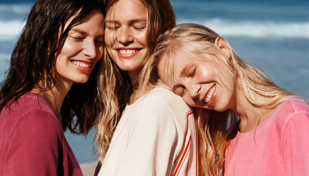 International Premiere - The new MARC O'POLO campaign features top model Anna Ewers in front of the camera with her sisters for the very first time