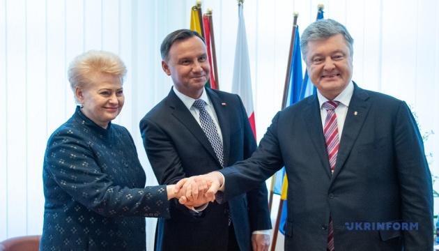 Poroshenko, Grybauskaitė y Duda se reúnen con el personal de LITPOLUKRBRIG (Fotos)