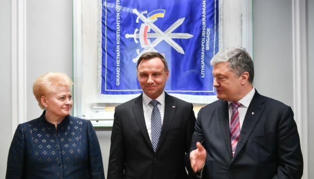 """Presidentes de Ucrania, Lituania y Polonia discuten las sanciones """"Azov"""" contra Rusia"""