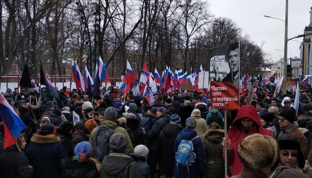 Багатотисячний марш Нємцова у Москві вимагає свободи політв`язням