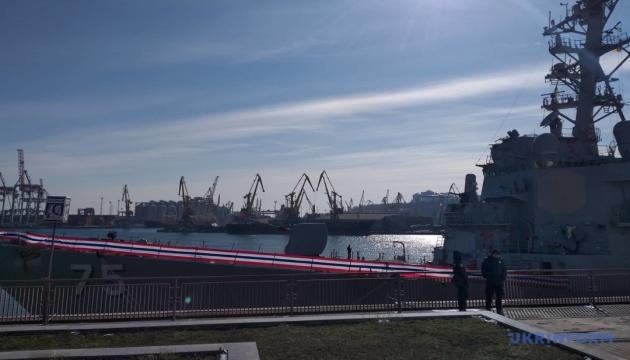 Ракетный эсминец США зашел в Одесский порт