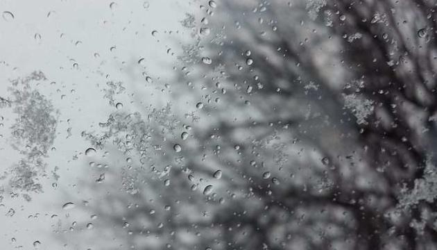 Початок тижня в Україні буде дощовим