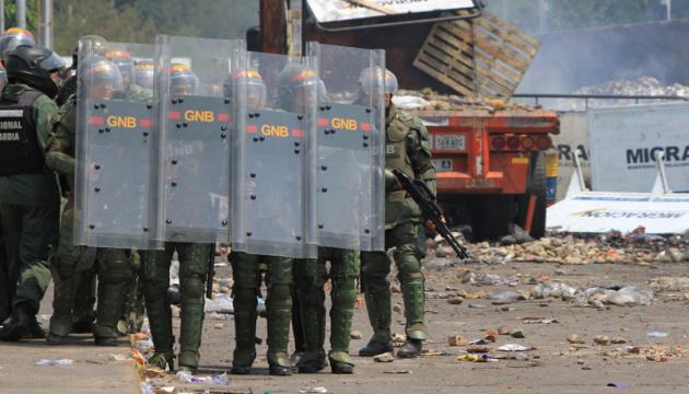 У Венесуелі поліція розігнала демонстрантів сльозогінним газом