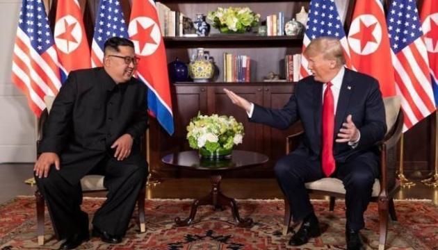 Трамп завітає до Південної Кореї на тлі відсутності прогресу перемовин з КНДР