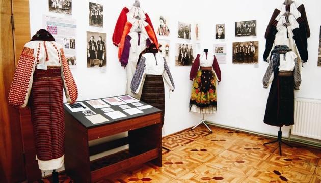 У Коломиї покажуть давній одяг з чотирьох сіл Гуцульщини