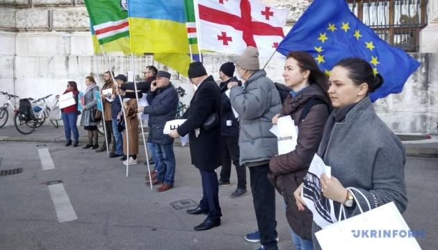 Під стінами ОБСЄ у Відні пройшла акція #LiberateCrimea
