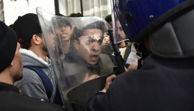 В Алжирі на мітингу проти цензури заарештували десяток журналістів